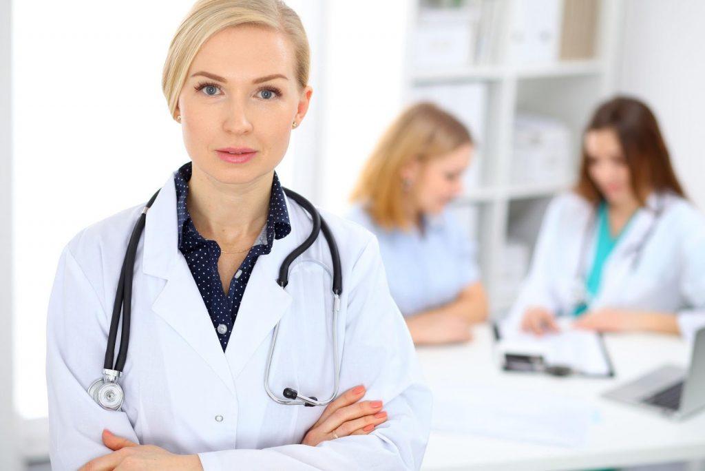 Нужно обратиться с жалобами к кардиологу
