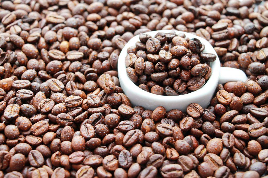 Если нет патологий и противопоказаний, можно раз в день употреблять кофе