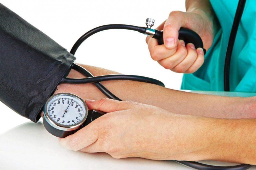 Пульс нужно проверять вместе с артериальным давлением