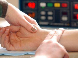 Измерение пульса пальпацией
